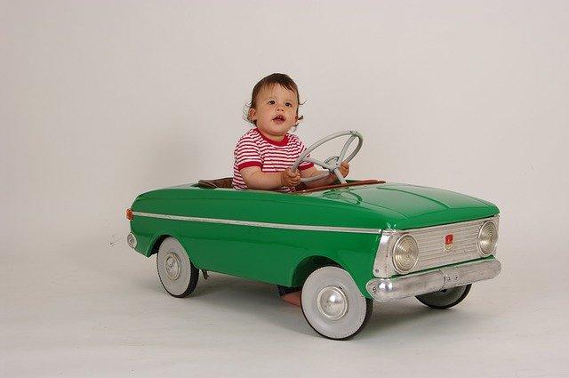 Les principales raisons d'offrir une voiture électrique à son enfant