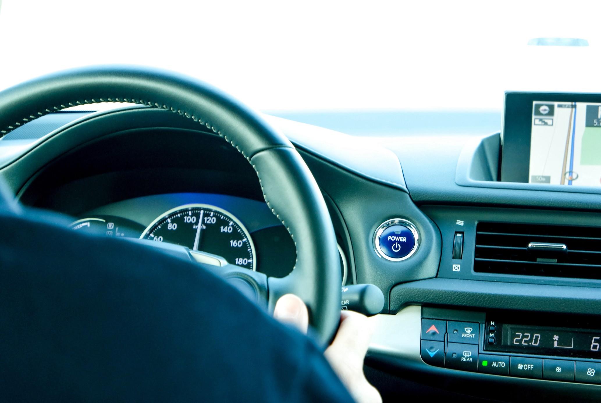 Read more about the article Les astuces pour pouvoir avoir une voiture de luxe.